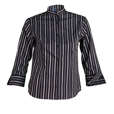 Blusa para señora, de manga 3/4, con cuello mao. Tela a rayas negras, blancas y grises