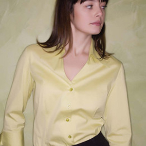 Camisa para mujer de manga 3/4 y escote de pico